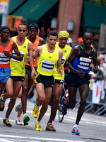 2009 NYC Marathon lead group at mile 17