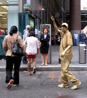 Living statue gets off work